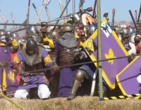 Calontir Army in bridge battle at Estrella, 2007. Image from chipendale.hookedonbooksadventure.com